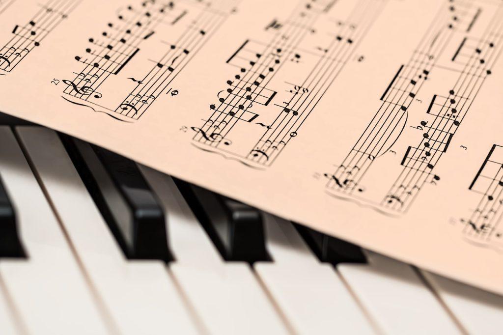 ピアノ教師が宅建試験に合格!宅建取得までの道のりと勉強方法をお教えします