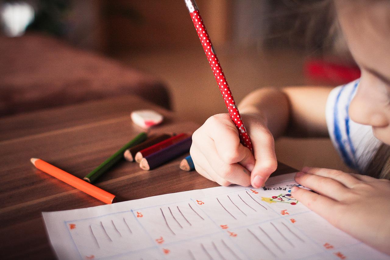 子供に英語を教えるおすすめの方法は?高額教材を購入する前に目的を考えることが大切